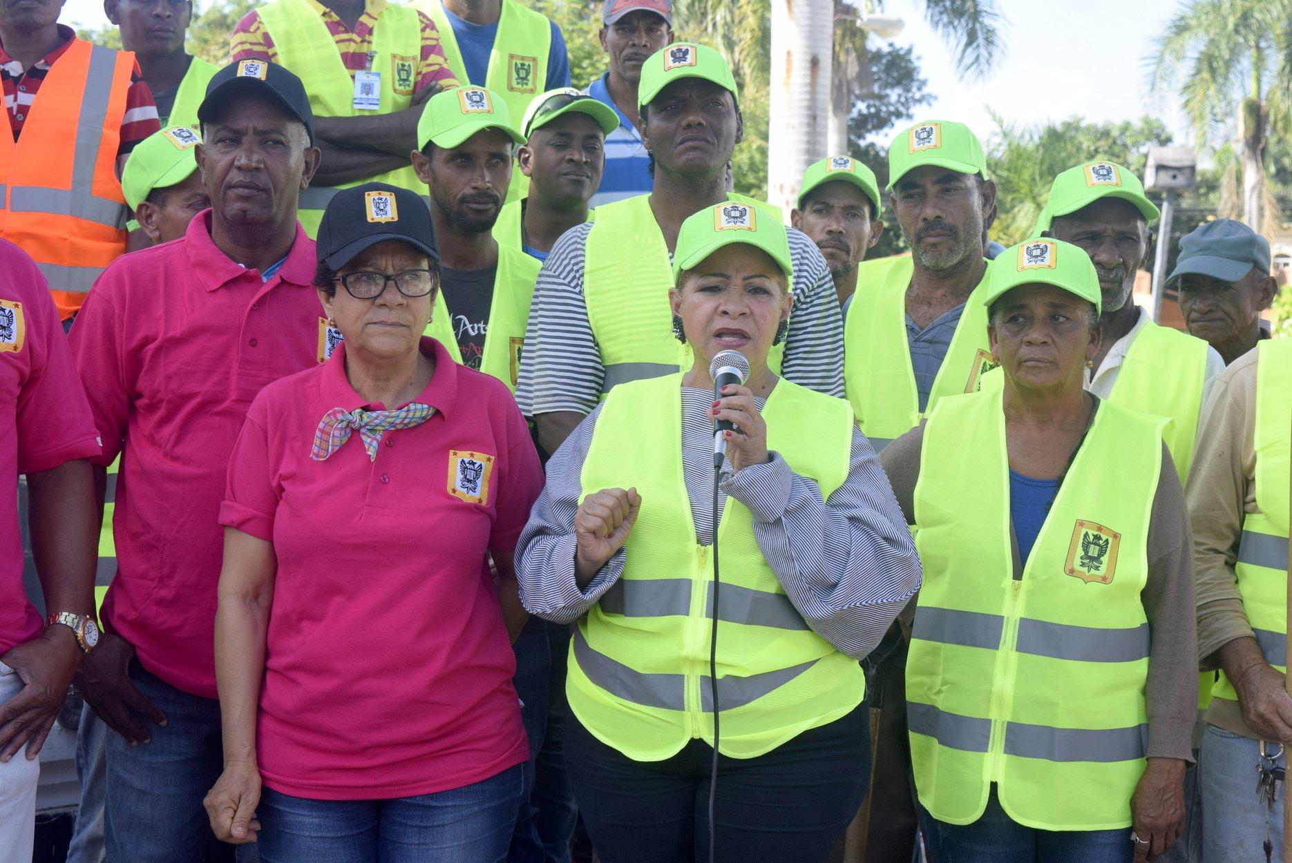 """Hanoi Sánchez lanza programa """"Limpiecito Limpiecito"""" en San Juan de la Maguana"""