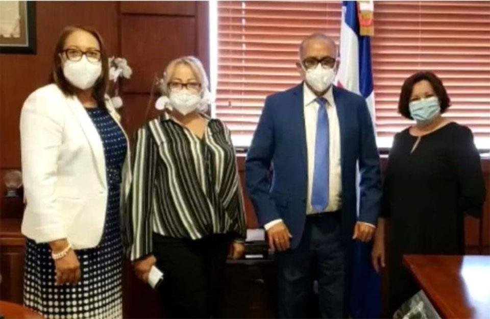 Alcaldesa y Gobernadora se reúnen con el nuevo Ministro de Salud