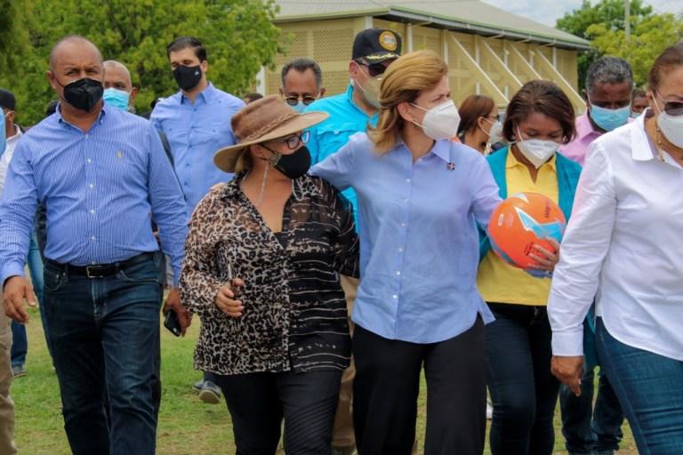 Vicepresidenta hace recorrido en San Juan y supervisa proyectos con Hanoi y otros funcionarios